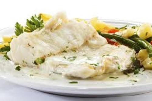 Ryba z sosem serowo - oliwkowym .