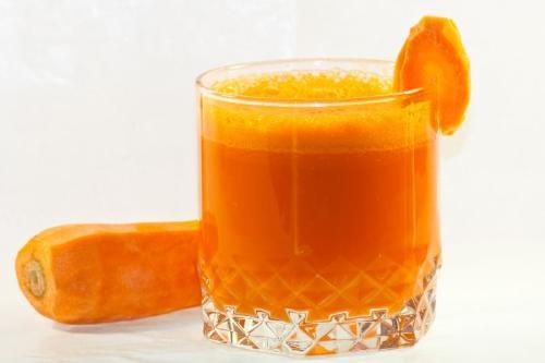 Surowy sok z marchwi, pietruszki
